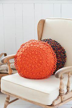 Pretty crochet cushion pattern on Ravelry - DIY