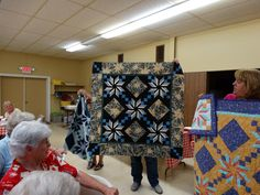 Eden quilt student sample from my workshop at the Hannibal PIecemakers quilt guild. Workshop, Student, Teaching, Quilts, Projects, Log Projects, Atelier, Blue Prints, Work Shop Garage