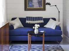 Rhapsody in Blue: A Finnish Stylist at Home in the Hamptons: Remodelista.       I want this sofa!!!!!