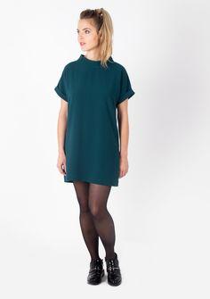La Robe Mirabeau Vert Emeraude par Laure Derrey, nouvelle marque de vêtements haut de gamme personnalisables made in France & conseil en image. Disponible sur :  https://laurederrey.fr/produit/robe-mirabeau/ #collection #fallwinter #2015 #2016 #model #easychic #elegant #glamour #classystyle #fashion #girl #style #look #beautiful #follow #madewithlove #madeinfrance #madeinparis #Paris #France #parisienne #green #dress #poneytail #naturalmakeup #shopmystyle #créateur #couture #shoes #ootd