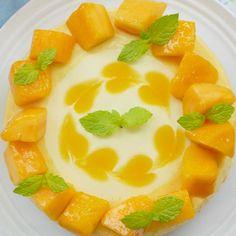 「ハート模様のマンゴーレアチーズケーキ」のレシピと作り方を動画でご紹介します。手に入れやすい冷凍マンゴーを使って、ミキサーなしで作れる簡単レシピです♪かわいいハート模様を付ければ、まるでお店のケーキみたいな仕上がりに!