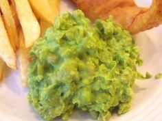 Mushy Peas - Mushy peas are served by English Chippies to accompany fried battered fish and chips. In Ireland mushy peas are often served as a side to roast leg of lamb. Whatever way you choose, they are a delicious, easy-to-make side dish. Uk Recipes, Irish Recipes, Cooking Recipes, English Recipes, Scottish Recipes, Potato Recipes, Cooking Ideas, Food Ideas, Recipies