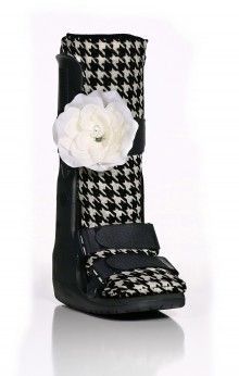 Wedding? Family Brunch? Big Presentation at Work? Try this great combination of Houndstooth Sock-It and Cream Pearl Strap-It - Retail $30