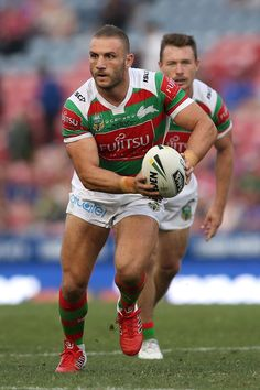 Robbie Farah Photos Photos: NRL Rd 3 - Knights v Rabbitohs Rugby League, Rugby Players, Newcastle Knights, Australian Football, Rugby Men, Beefy Men, Soccer Boys, Sports Figures, Sport Man
