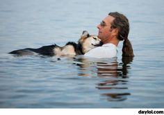 John Unger, 49, lulls his 19-year-old dog Schroep to sleep because it helps ease the dog's arthritis - DayLoL.com - Your Daily LoL!