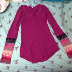 Magenta free people thermal kombucha I hate to see this go, but I own too many thermals and need money to pay off my credit card debt, so I am purging my closet. This beautiful thermal is a size medium and I bought it from another seller on here but never wore it. Free People Tops Tees - Long Sleeve