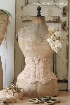 Servies en Brocante  So would love to have an antique mannequin!!!!