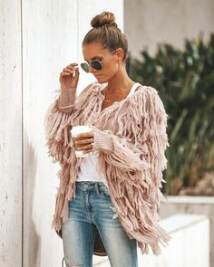 If you want to set yourself apart with your ultra-trendy style, but still be war… If you want to set yourself apart with your ultra-trendy style, but still be warm – we found the perfect sweater jacket for you! Casual Skirt Outfits, Cardigan Outfits, Boho Outfits, Trendy Outfits, Knit Fashion, Trendy Fashion, Boho Fashion, Trendy Style, Fringe Sweater