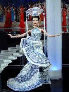 Love the headdress and dress; so cool! Ninimomo Miss Taiwan 2011 ooak barbie