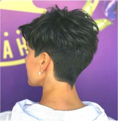Modern short haircut trends for Find best style for you and make you own. There are great haircuts in Do not miss this summer without new hair. Short Hair Back View, Short Grey Hair, Short Hair With Layers, Short Hair Cuts For Women, Layered Hair, Girls Short Haircuts, Great Haircuts, Haircuts For Fine Hair, Haircut For Thick Hair
