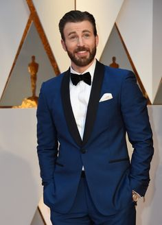 #ChrisEvans Photos - Chris Evans arrives on the red carpet for the 89th Oscars on February 26, 2017 in Hollywood, California.  / AFP / VALERIE MACON - 89th Annual Academy Awards - Arrivals
