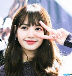 E in my eyes😍 Kim Jennie, Blackpink Lisa, K Pop, Lisa Black Pink, Blackpink Photos, Kim Jisoo, Yg Entertainment, Hottest Photos, South Korean Girls