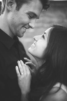 such a cute engagement photo!