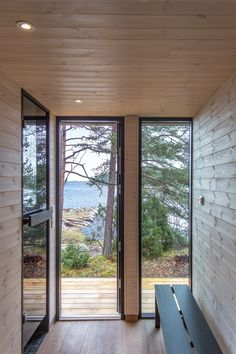 Sauna Kirkkonummella Lakeside Cottage, Modern Cottage, Wood Architecture, Saunas, Cottage Design, Cabins In The Woods, Black House, Deco, Home