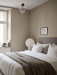Home decorated in warm tints sweet dreams Beige Walls Bedroom, Bedroom Wall Colors, Room Ideas Bedroom, Home Bedroom, Modern Bedroom, Bedroom Decor, White Floorboards, Tranquil Bedroom, Elegante Designs