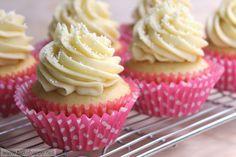 Red velvet cupcakes with white chocolate cream cheese icing Moist Vanilla Cupcakes, Baking Cupcakes, Yummy Cupcakes, Cupcake Cakes, Vanilla Cake, Frosting Recipes, Cupcake Recipes, Dessert Recipes, Chocolate Cream Cheese