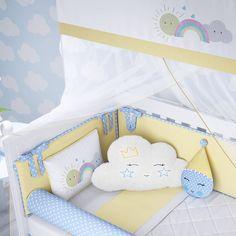 O Kit Berço Nuvem Amarelo é o enxoval perfeito para combinar com decoração de quarto de bebê inspirada nos dias de sol! Esse kit berço exclusivo da Grão de Gente vai ganhar o coração das mamães moderninhas!