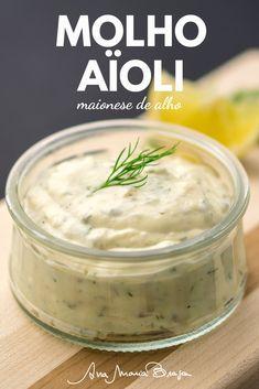 Veja a receita do molho aïoli, típico da culinária da França, feito com alho, azeite e gemas de ovos. É parecido com uma maionese, delicioso! Vem ver a receita! Sauce Recipes, Vegan Recipes, Cooking Recipes, Homemade Tartar Sauce, Great Recipes, Favorite Recipes, Tasty Videos, Salad Dressing Recipes, Easy Cooking