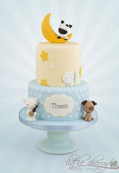 Animal themed baby shower cake. Perfect with the party favors from PartyFavorsAndStationery.com.