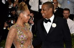 The look of love: The power couple gazing into each other's eyes and admiring (both) Queen Bey's exquisite taste!!!!