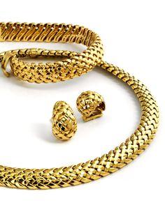 """Halsweite des Colliers: ca. 39 cm. Länge des Armbands: ca. 19 cm. Länge der Ohrclipse: ca. 2 cm. Gesamtgewicht: ca. 213,8 g. GG 750. Signiert """"TIFFANY &..."""