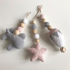 Louise Lykke Design: Ophæng til aktivitetsstativ Crochet Baby Toys, Knit Crochet, Knitting Patterns, Crochet Patterns, Homemade Toys, Baby Rattle, Knitted Shawls, Stuffed Toys Patterns, Crochet Projects