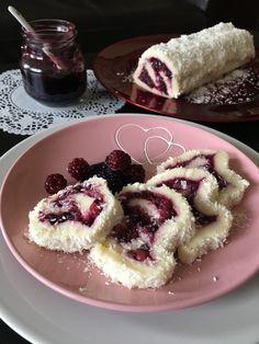 Gyümölcsös-kókuszos tekercs - ÍZcsiklandozó Hungarian Desserts, Hungarian Recipes, Fitness Cake, Good Food, Yummy Food, Salty Snacks, Aesthetic Food, Coffee Cake, Food Photo