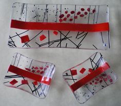 Red And Clear Sushi Set - Delphi Artist Gallery Slumped Glass, Fused Glass Ornaments, Fused Glass Plates, Fused Glass Art, Glass Ceramic, Glass Dishes, Mosaic Glass, Glass Bowls, Glass Fusion Ideas