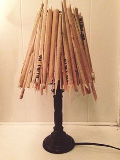 He encontrado este interesante anuncio de Etsy en https://www.etsy.com/es/listing/181061789/drum-stick-lamp-kimberly-custom-shipping