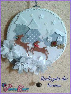 Decoro Natalizio da parete Christmas Craft Fair, Christmas Arts And Crafts, Felt Christmas Decorations, Christmas Ornaments To Make, Christmas Makes, Xmas Crafts, Felt Ornaments, Christmas Tag, Christmas Projects