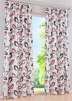 Nieprześwitująca zasłona zdobiona kwiatowym wzorem, tylna strona w jasnym kolorze. Zawieszana na taśmie marszczącej lub na metalowych oczkach. Wym. = wym. materiału. Łatwa w pielęgnacji, nadaje się do prania. Curtains, Shower, Prints, Kitchens, Home Decor, Style, Rain Shower Heads, Swag, Blinds