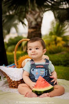 baby boy picnic photo shoot, watermelon sessão de fotos bebê picnic