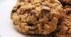 Chewy Chocolate Chip Oatmeal Cookies Recipe Chewy oatmeal cookies packed with walnuts and chocolate chips are easy to make and your family will love the combination of flavors. Oatmeal Chocolate Chip Cookie Recipe, Oatmeal Cookie Recipes, Oatmeal Cookies, Chocolate Chips, Chocolate Cookies, Oatmeal Cake, Pudding Cookies, Lactation Cookies, Mini Cookies