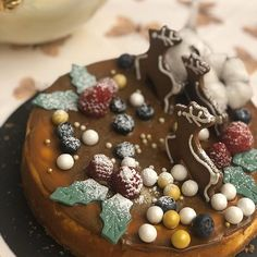 Frío frío con este frío... el dulce de leche apetece mucho sobre esta cheesecake cake la deco de renos acompaña bien con este frío frío... quien dijo frío #somoselpostre #belloybueno #cheesecake #celebrandolavida