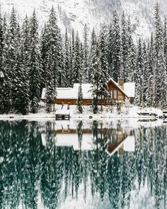 Upknorth: Canada In The Winter. A valid example. Lakeside Cabin In Emerald Lake, Bc. Shot By Stevint At Emerald Lake, Yoho National Park Oh The Places You'll Go, Places To Visit, Winter Szenen, Winter Cabin, Cozy Cabin, Snow Cabin, Winter Travel, Winter House, Winter Ideas