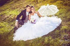 Svatba dotažená do detailů jako je paraplíčko a ženich má k fraku i hůlku... O těch šatech asi není potřeba cokoliv říkat, prostě parádní svatba Verči a Tomáše... #svatba #wedding #svatebniden #svatebnifoto #weddingphoto #svatebnifotograf #weddingphotographer #czechwedding #czechphotographer #czechweddingphotographer #nevesta #zenich #svatebnisaty #weddingdress #zenuchvefraku #frak #hulka #paraplicko #jh #jhradec #jindrichuvhradec #dobrecasy #mamsvojipracirad #fotiltomilan