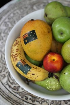 A fun (and super easy) way to add a bit of Australia to your fruit bowl or for a fun Aussie fruit snack this Australia Day. From Danya Banya