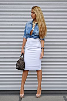 How to Look Chic with Chambray – Glam Radar : Gonna try this denim top, look, with a yellow, lace pencil skirt. Chambray Top, Denim Top, Denim Skirt, Jean Skirt, Look Fashion, Fashion Outfits, Womens Fashion, Fashion Sale, Paris Fashion