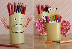 Diy pot à crayons monstres avec recup Pot A Crayon, Crayons, Craft, Diy, Mugs, Tableware, Delphine, Shampoo Bottles, Recycled Crafts