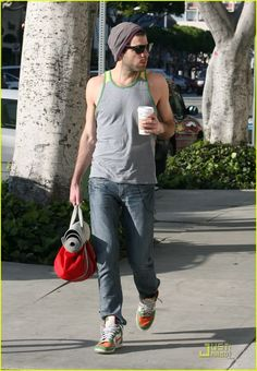 Zachary Quinto, yoga fashion.