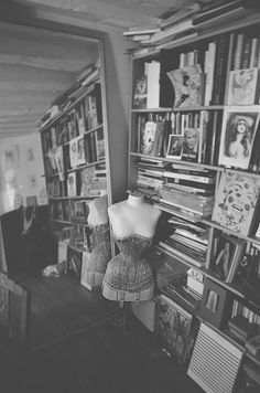 "Photo by Kurtiss Lloyd"" - a beautiful glimpse. Mr Pearl, Interior Inspiration, Design Inspiration, Velvet Furniture, Costume Collection, Photo B, Girls With Glasses, Contemporary Fashion, Fashion Studio"