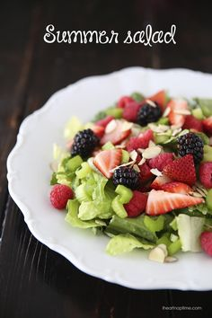 Fresh summer salad with lemon dressing -easy, healthy and delicious! This summer salad is a lightened version of my nuts about berries salad. Whole 30 Recipes, Great Recipes, Favorite Recipes, Recipe Ideas, Dinner Recipes, Healthy Snacks, Healthy Eating, Healthy Recipes, Berry Salad