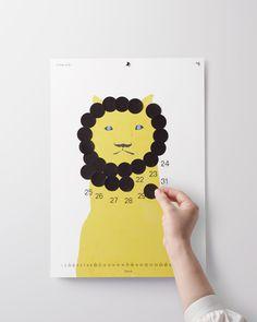過ぎた日付にシールを貼っていくことでデザインが変化する、自分だけのオリジナルイラストが作れるカレンダーです。
