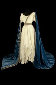 Costume porté par Maria Callas pour « Norma », opéra de Bellini Costumes de Marcel Escoffier, Opéra Garnier, 1964, Pascal François