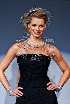 #fashionshow #fashion #jewellery #jewelery #sperky #moda #swarovski #madeinjablonec #czech Fashion Jewellery, Jewelery, Fashion Show, Swarovski, Formal Dresses, How To Make, Jewels, Formal Gowns, Jewlery