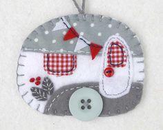 Vilt kerst ornament, sieraad, Vintage caravan sieraad van de aanhangwagen van de…