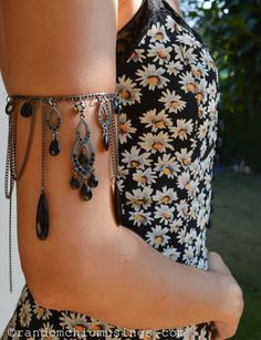 DIY: Boho-style Stretch Arm Band