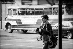 O fotógrafo Rodrigo Rojas Denegri pouco antes de ser assassinado pelos militares chilenos num protesto contra Pinochet. Santiago, 1986.