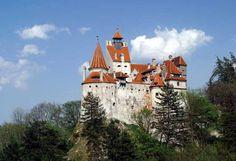 En Roumanie, près de Braşov en Transylvanie, le château est classé monument historique.  Construit au début du 13e siècle, il est surnommé « le château de Dracula ».  Le roman de Bram Stocker y fait référence, sans le nommé directement, et le plaçant dans une autre région du pays.