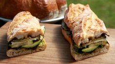 Bageta s grilovanou zeleninou a sýrem provolone Pesto, Sandwiches, Fresh, Food, Essen, Meals, Paninis, Yemek, Eten